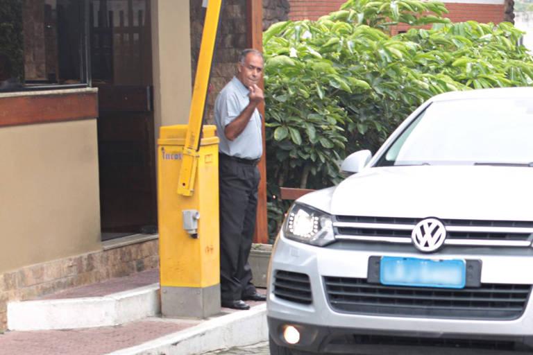 Alberto Jorge Mateus, porteiro do condomínio Vivendas da Barra, no Rio, onde o presidente Jair Bolsonaro tem casa