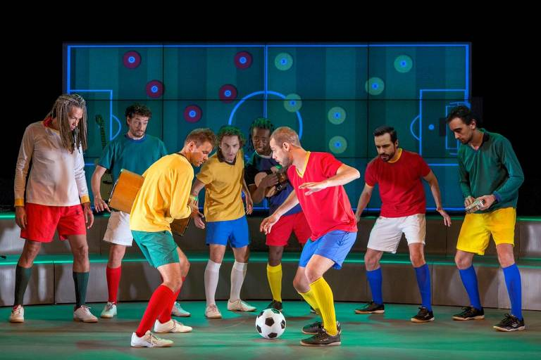 Cenas do espetáculo musical 'Samba Futebol Clube'