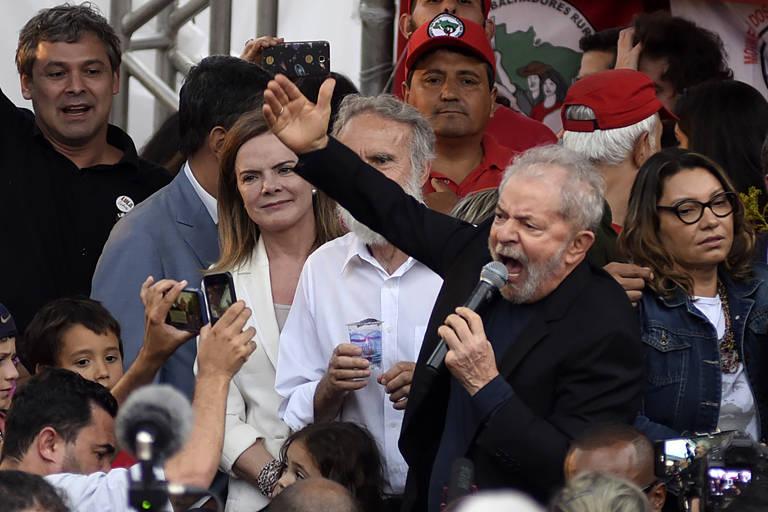 Após decisão do Supremo, Lula sai da cadeia e ataca Lava Jato em discurso
