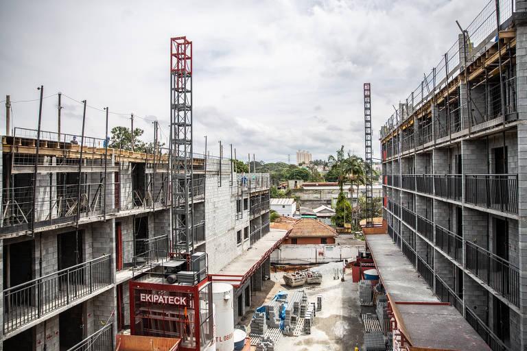 As duas torres em obras do Plano & Estação Vila Sônia