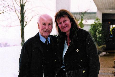 O suíço Albert Hofmann, que descobriu em 1943 o LSD, com Amanda Feilding, 76, condessa de Wemyss e March.