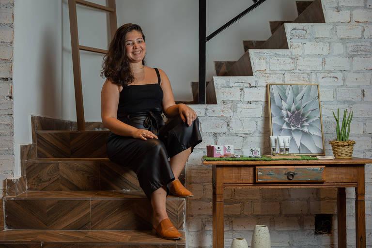 Lidia Gomes, 29, dona da Balmish, marca de produtos naturais, veganos e cruelty-free, na Loja Muna, na rua Augusta