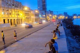 Movimento no Malecón cubano