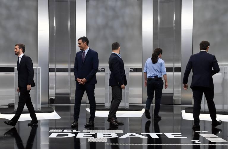 Da esq. p/ a dir., os candidatos Pablo Casado (PP), Pedro Sánchez (PSOE), Santiago Abascal (Vox), Pablo Iglesias (Podemos) e Albert Rivera (Cidadãos), em debate na TV