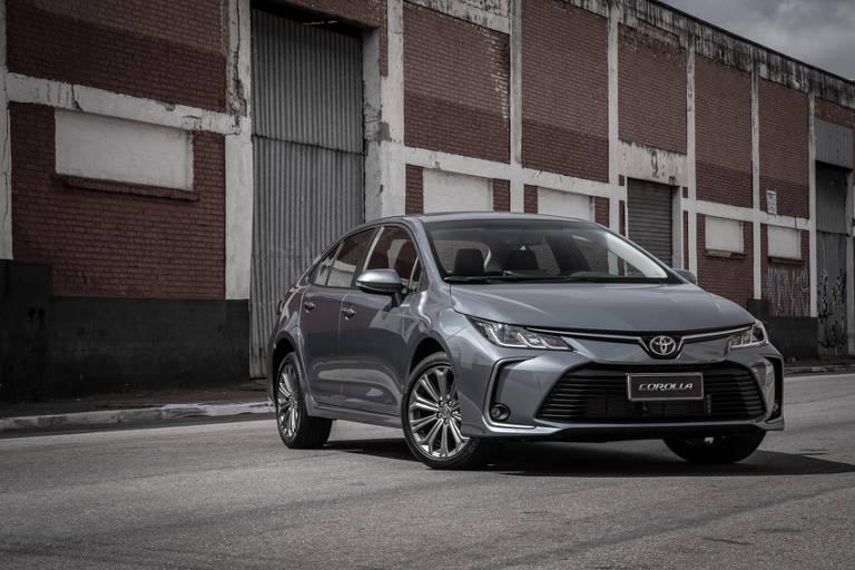 Novo Toyota Corolla enfrenta o remodelado Honda Civic em suas versões intermediárias