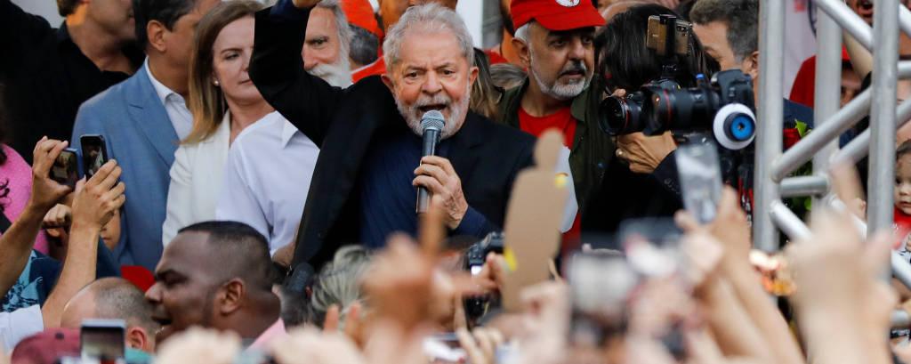 O ex-presidente Lula, em discurso após ser solto, em Curitiba