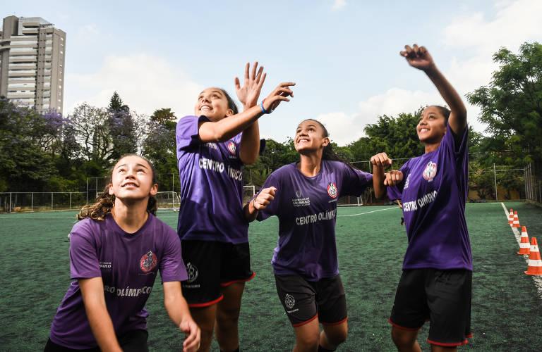 Meninas do futebol do Centro Olímpico