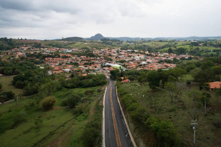 Via que dá acesso a Torre de Pedra, cidade de aproximadamente 2.300 habitantes no interior de São Paulo que pode ser extinta se aprovada a proposta do governo Bolsonaro