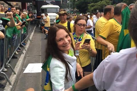 Regina Duarte é convidada para Secretaria de Cultura e diz que responderá até amanhã