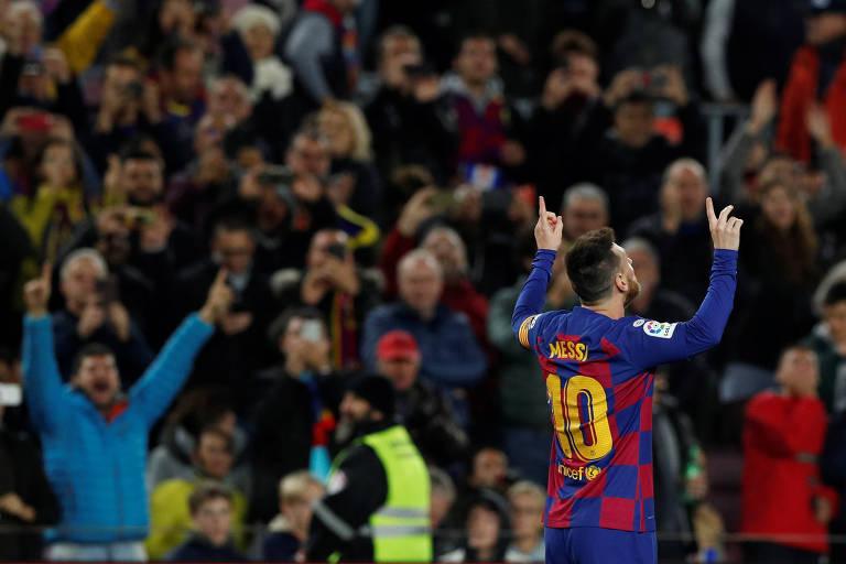 Lionel Messi celebra seu terceiro gol na vitória sobre o Celta de Vigo, no Camp Nou