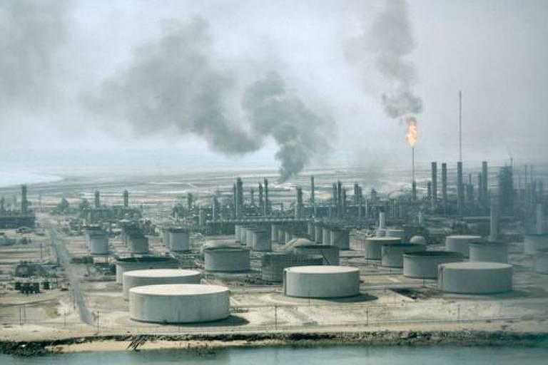 vista para campo de petróleo