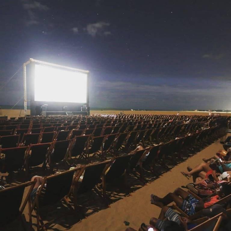 Sala montada na Praia do Maceió, em São Miguel do Gostoso (RN), para a Mostra de Cinema de Gostoso