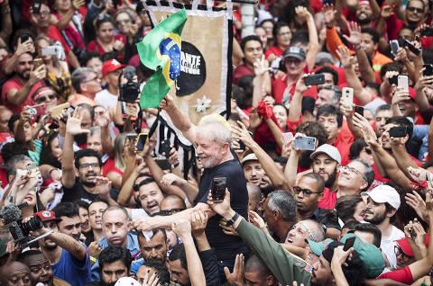 Dilma defende polarização política e afirma que neofascismo tomou governo