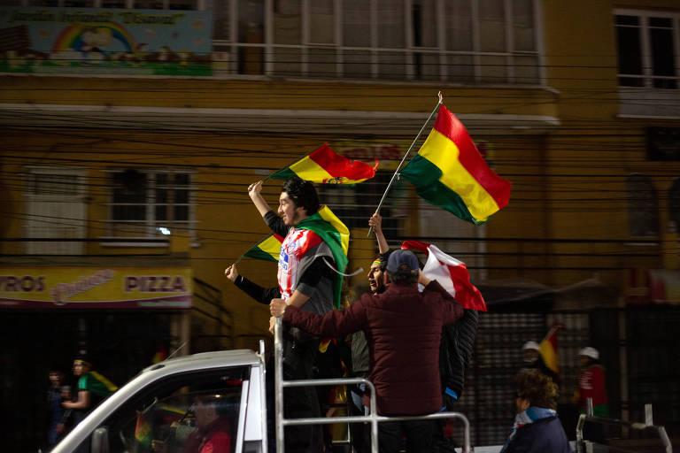 Opositores em La Paz festejam renúncia do ex-presidente da Bolívia, Evo Morales