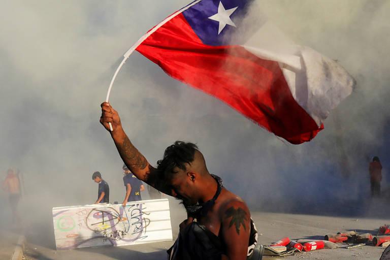 Protestos no Chile levam a anúncio de mudanças na Constituição