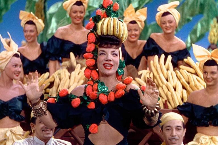 """Carmen Miranda no filme """"Entre a Loura e a Morena"""""""