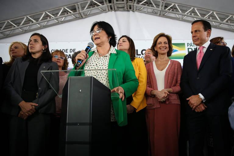 A ministra da Mulher, Damares Alves, a secretária nacional de Mulheres, Cristiane Britto, o governador de São Paulo, João Doria (PSDB), entre outras autoridades.