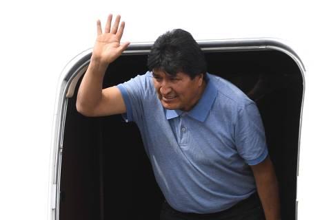 Evo Morales chega ao México e diz que o país salvou sua vida