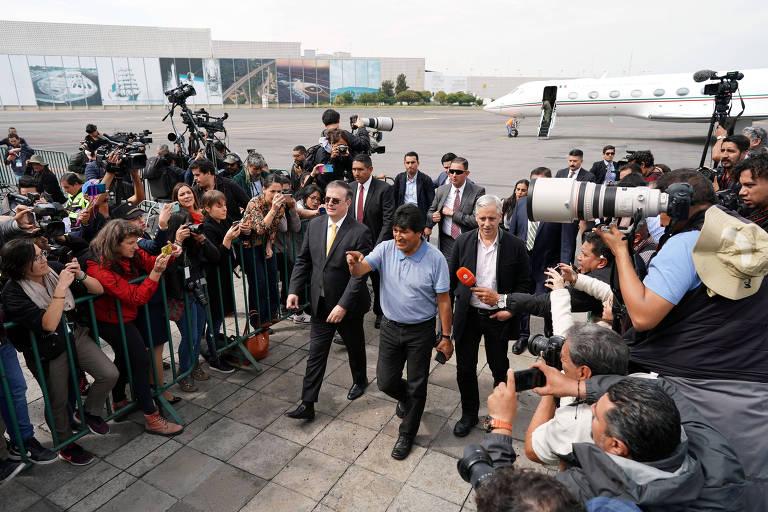 O ex-presidente boliviano Evo Morales chega ao aeroporto da Cidade do México