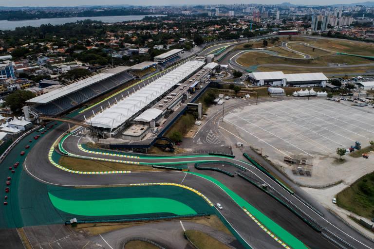Vista aérea do final da reta principal do Autódromo de Interlagos, em São Paulo