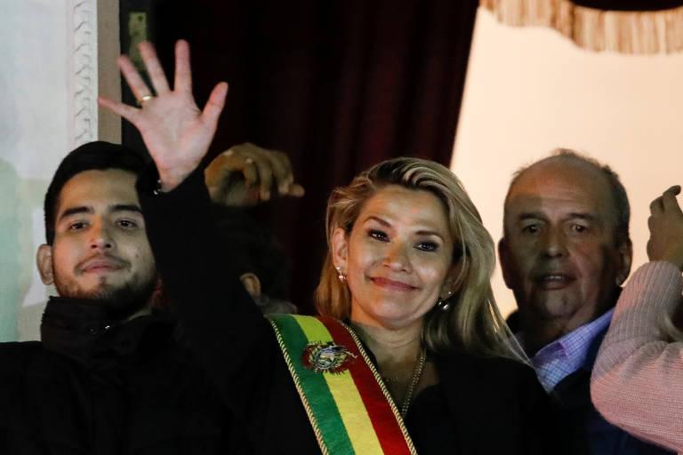 Senadora se declara presidente da Bolívia sem votação no Congresso