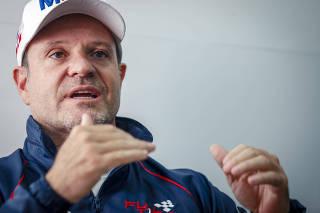 Rubens Barrichello, da equipe Full Time de Stock Car, durante entrevista
