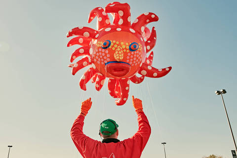 Yayoi Kusama?s balloon, ?Love Flies Up to the Sky,? on a test flight before the Thanksgiving Day Parade in East Rutherford, N.J., on Nov. 2, 2019. Everything?s coming up Kusama, including a Macy?s balloon but is there such a thing as too much attention for the Japanese artist who once struggled to get noticed? Is the art world cashing in? (Victor Llorente/The New York Times) ORG XMIT: XNYT105
