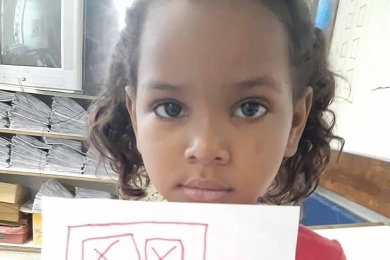 A menina Khetellen Umbelino de Oliveira Gomes, 5, morreu depois de levar um tiro