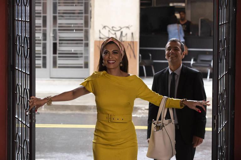 Maria da Paz ( Juliana Paes ) e Amadeu ( Marcos Palmeira ) chegam na fábrica de bolos.