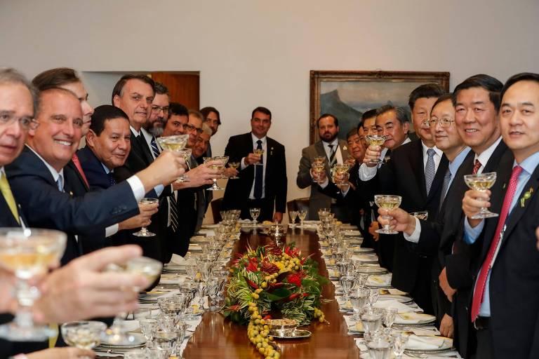 Equipes dos governos de Jair Bolsonaro e de Xi Jinping em almoço no Itamaraty, em Brasília