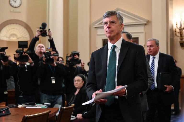 Embaixador Bill Taylor, encarregado de negócios na embaixada americana na Ucrânia, na sala de comitê do Congresso, em Washington