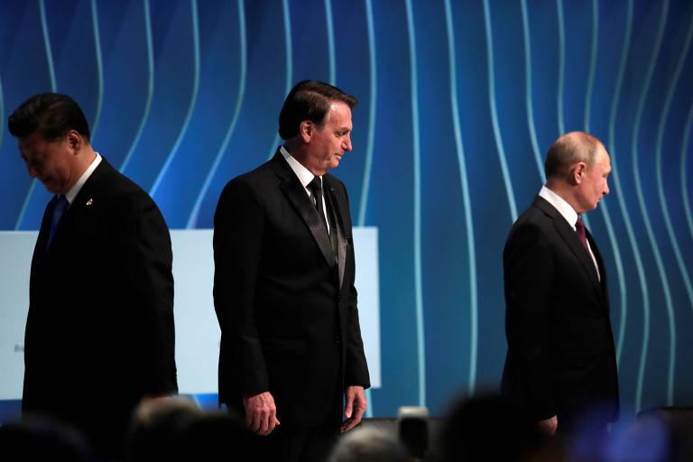 Jair Bolsonaro, no centro, Vladimir Putin, à direita, e Xi Jinping, à esquerda, durante encontro do Brics em Brasília