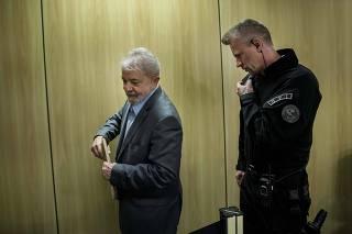 Lula ao lado do agente da Polícia Federal Jorge Chastalo Filho