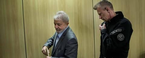 CURITIBA, PR, 26.04.2019 - O ex-presidente Lula concede entrevista exclusiva à Folha e ao jornal El País, na sede da Polícia Federal, em Curitiba (PR), onde o petista está preso. (Foto: Marlene Bergamo/Folhapress)