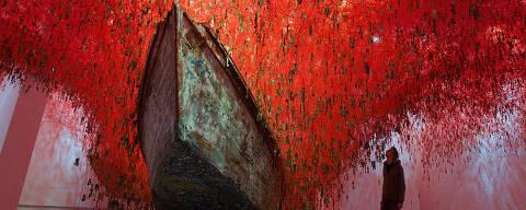 Obra 'A Chave na Mão' de Chiharu Shiota