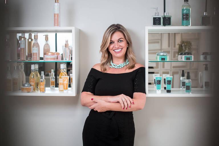 Claudia Vobeto em unidade de sua franquia de beleza Majô Beauty Club em São Paulo