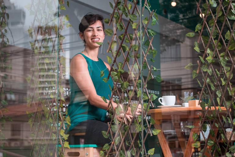 Jessica D'lima em sua empresa de cosméticos Flora Fiora, na zona oeste de São Paulo