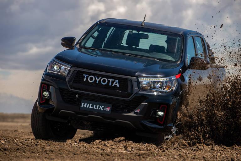 Toyota apresenta uma nova edição especial GAZOO Racing: a Hilux GR Sport com motor V6