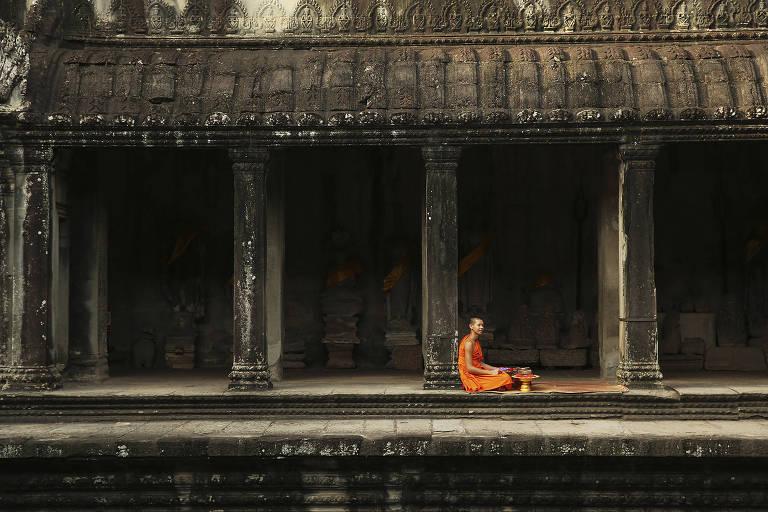 Monge no templo de Angkor Wat, na cidade de Siem Reap, no Camboja