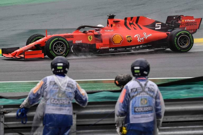 O carro de Sebastian Vettel no primeiro dia de treinos livres no autódromo de Interlagos
