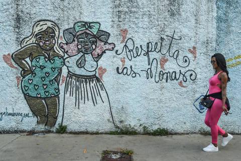SÃO PAULO / SÃO PAULO / BRASIL -27 /10/19 - :00h - Casas de apoio para a população trans em SP. A Casa Florescer, no Bom Retiro, é uma casa especializada no abrigo de travestis e trans em situação de vulnerabilidade social em São Paulo. Conta com 30 beneficiadas, maioria delas foram expulsas de casas e encontraram na prostituição a primeira e única fonte de renda. Mas na casa, as meninas têm buscado outro rumo na vida. Grande parte da turma já voltou à escola e está matriculada em cursos de capacitação e à procura de emprego.( Foto: Karime Xavier / Folhapress) . ***EXCLUSIVO***COTIDIANO