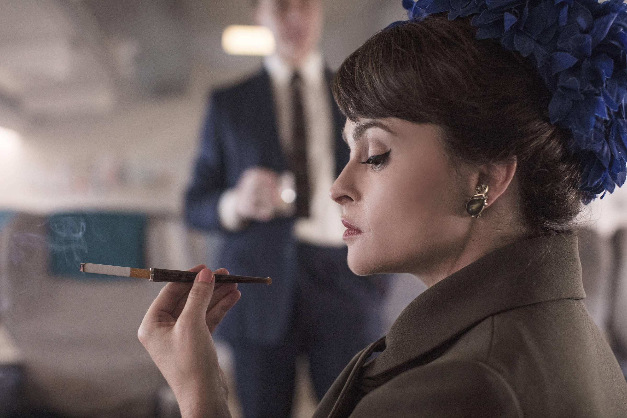 Com Olivia Colman no elenco, realeza britânica parece a máfia em 'The Crown' - Folha de S.Paulo