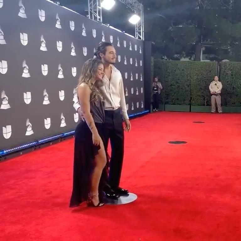 Tiago Iorc e namorada, Duda Rodrigues, no Grammy Latino