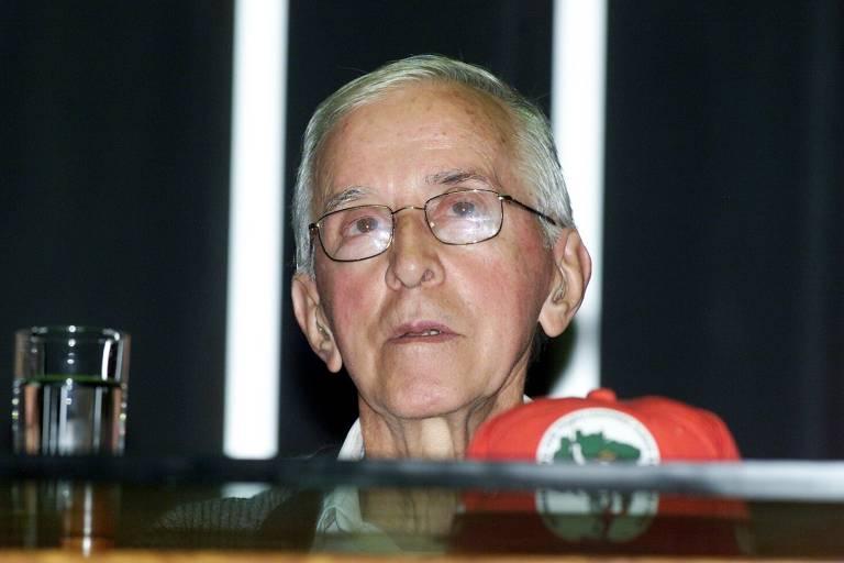 Sessão solene em homenagem a Dom Pedro Casaldáliga no plenário da Câmara dos Deputados, em 2003