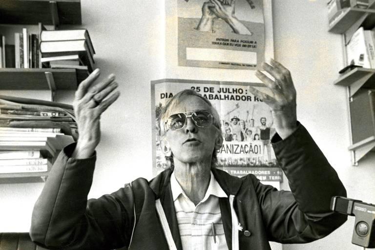 Dom Pedro Casaldáliga, bispo de São Félix do Araguaia, em entrevista à imprensa em 1988