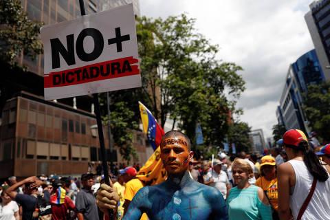 Guaidó pede que venezuelanos não desistam de protestar contra Maduro