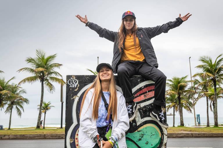 As brasileiras Dora Varella (esq) e Yndiara Asp (dur), skatistas da categoria Park, que brigam por uma vaga na Olimpíada de 2020
