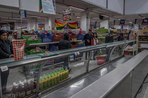 La Paz fica sem frango, ovo e gasolina após partidários de Evo bloquearem estradas