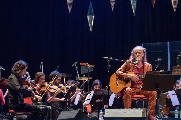 Alceu Valença se apresenta com as Valencianas em Recife (PE)