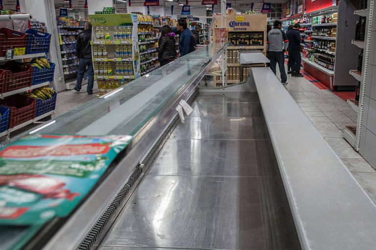 Desabastecimento de alimento e combustível em La Paz
